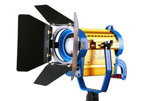 电影灯(照度高,用于室内外夜景拍摄)